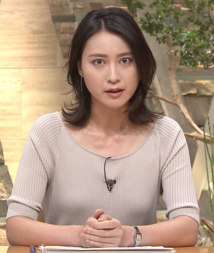 小川彩佳アナ 緩いニットの乳キャプ・エロ画像4
