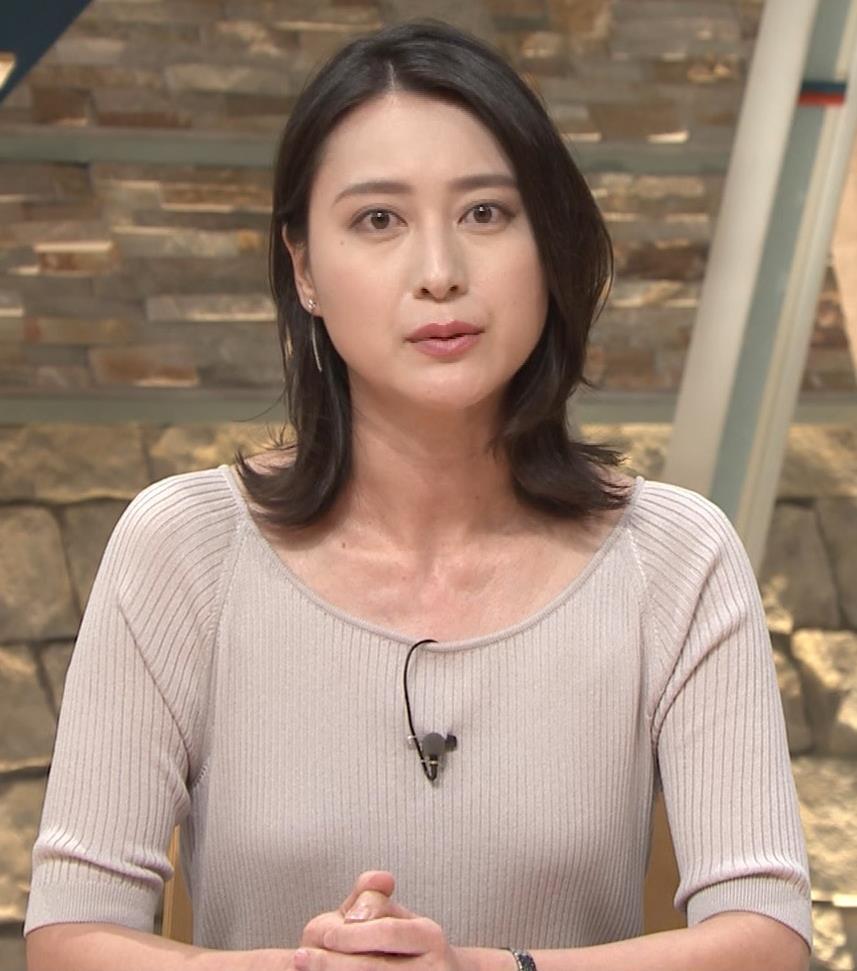 小川彩佳アナ 緩いニットの乳キャプ・エロ画像7