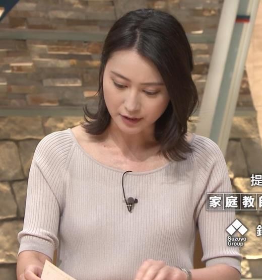 小川彩佳 緩いニットの乳キャプ画像(エロ・アイコラ画像)