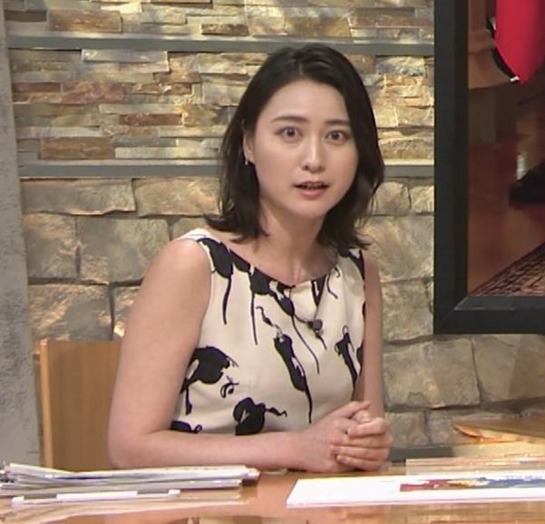 小川彩佳アナ セクシーなノースリーブワンピキャプ・エロ画像4