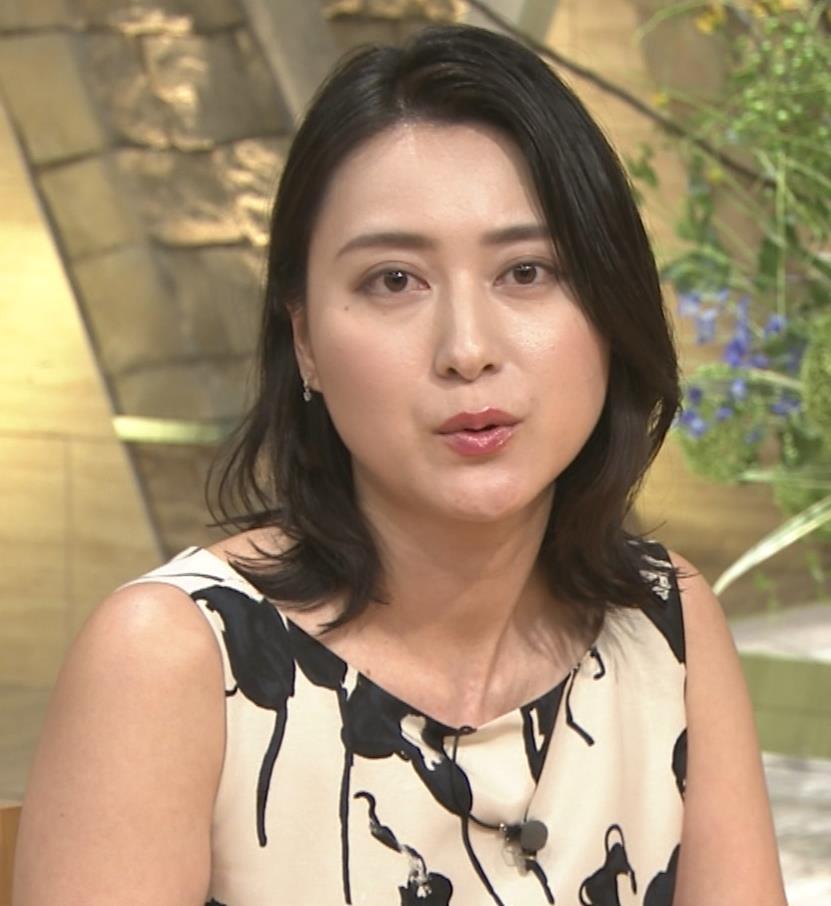 小川彩佳アナ セクシーなノースリーブワンピキャプ・エロ画像6