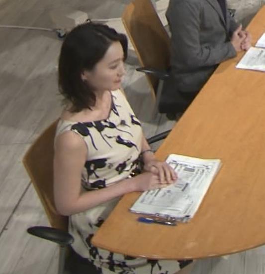 小川彩佳アナ セクシーなノースリーブワンピキャプ・エロ画像7