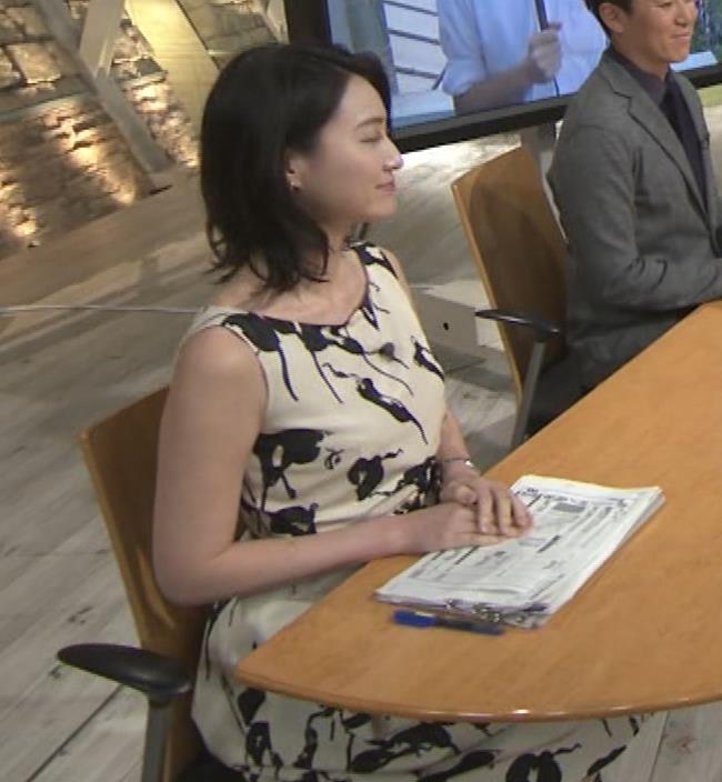 小川彩佳アナ セクシーなノースリーブワンピキャプ・エロ画像8