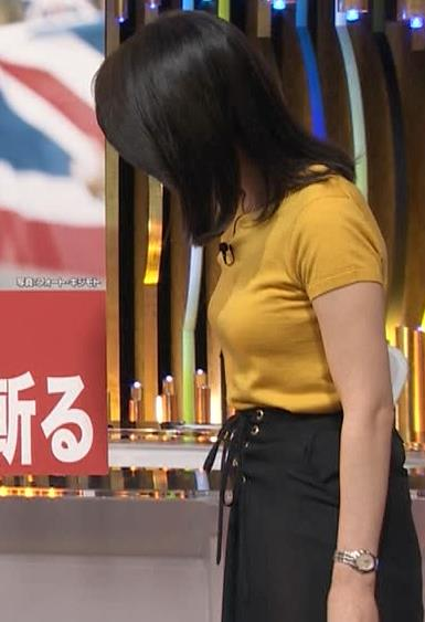小川彩佳アナ ピチピチ衣装の横乳キャプ・エロ画像16