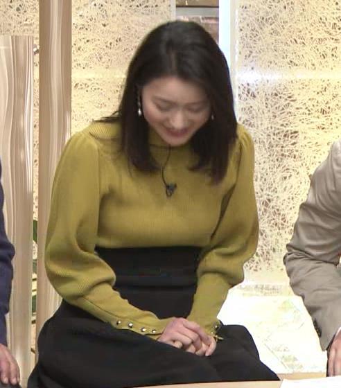 アナ おっぱいをクッキリさせるスカートキャプ・エロ画像9