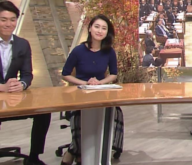 小川彩佳アナ ぴったりニットでクッキリお胸キャプ・エロ画像2