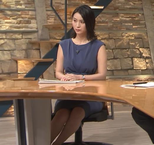 小川彩佳アナ スカートでの正座がエロいキャプ・エロ画像