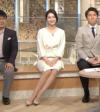 小川彩佳アナ 綺麗な脚がいっぱい映ってたキャプ・エロ画像3