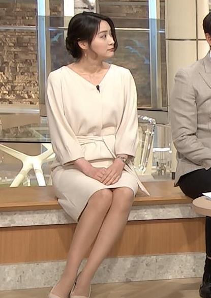 小川彩佳アナ 綺麗な脚がいっぱい映ってたキャプ・エロ画像4