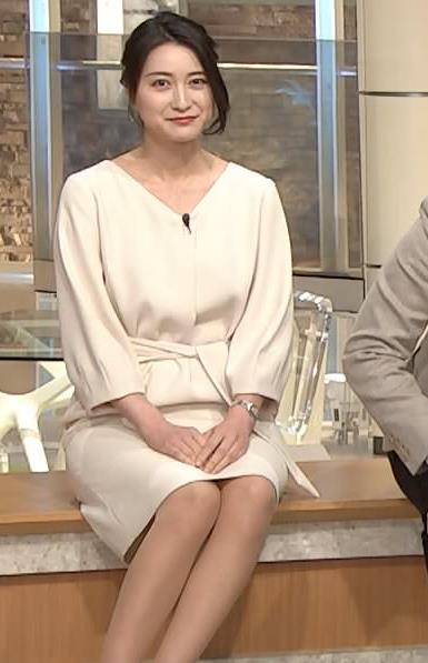 小川彩佳アナ 綺麗な脚がいっぱい映ってたキャプ・エロ画像5