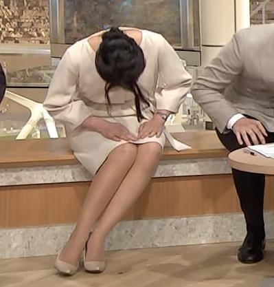 小川彩佳アナ 綺麗な脚がいっぱい映ってたキャプ・エロ画像7
