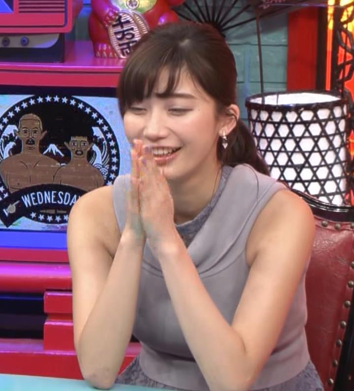 小倉優香 「水曜日のダウンタウン」でおっぱいを強調してたよキャプ・エロ画像11