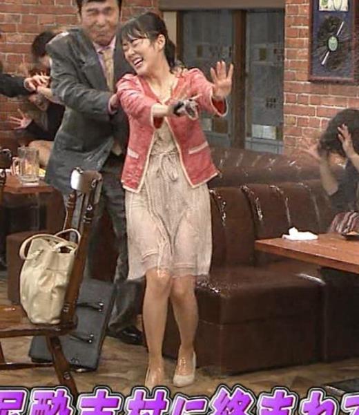 丘みどり 美人演歌歌手、コント番組で脚チラ&パンツ透け?キャプ画像(エロ・アイコラ画像)