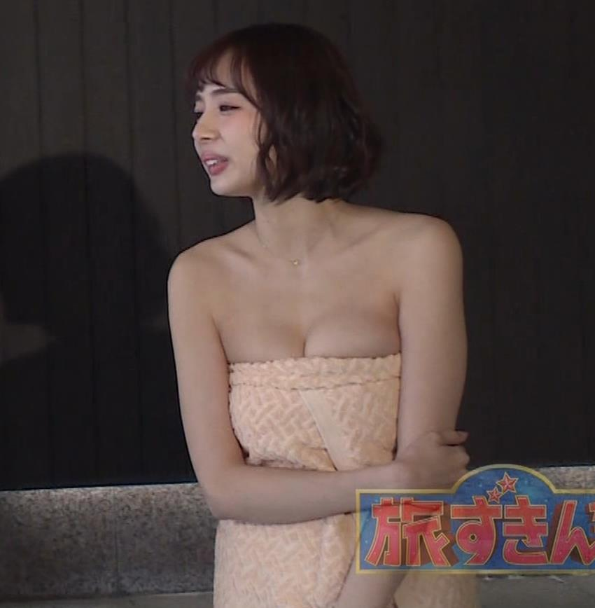 岡田紗佳 温泉入浴でおっぱいがタオルからこぼれているキャプ・エロ画像2