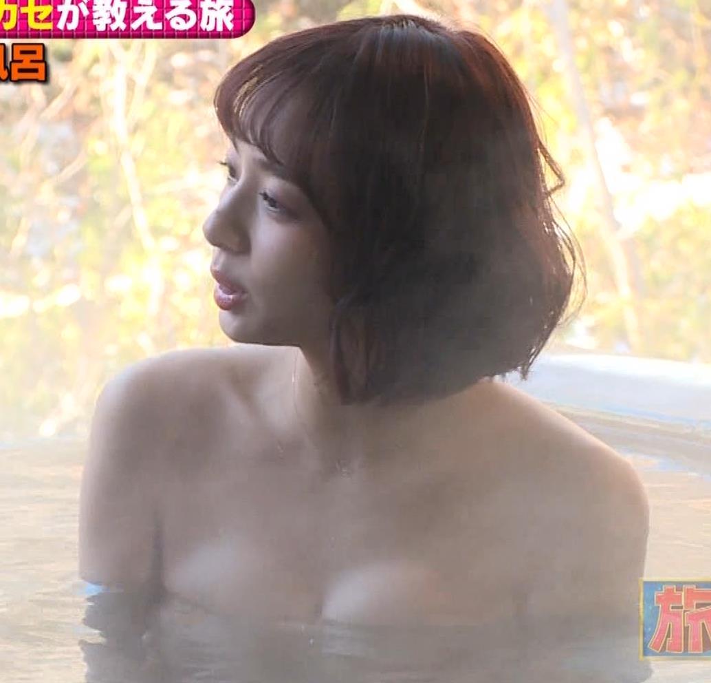 岡田紗佳 温泉入浴でおっぱいがタオルからこぼれているキャプ・エロ画像12
