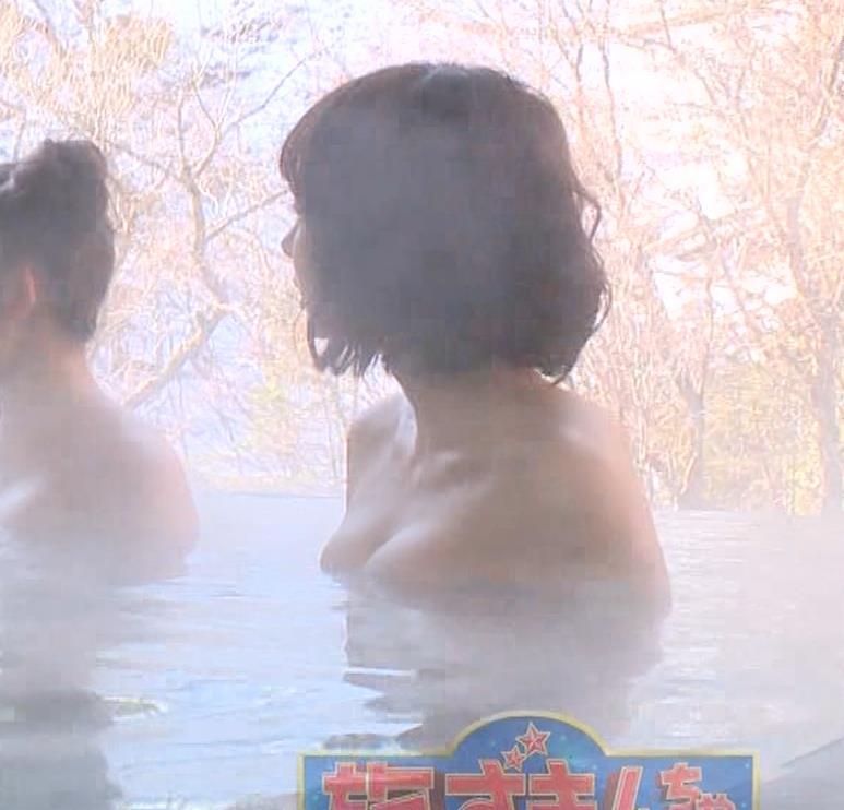 岡田紗佳 温泉入浴でおっぱいがタオルからこぼれているキャプ・エロ画像13