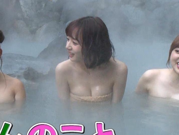 岡田紗佳 温泉入浴でおっぱいがタオルからこぼれているキャプ・エロ画像16