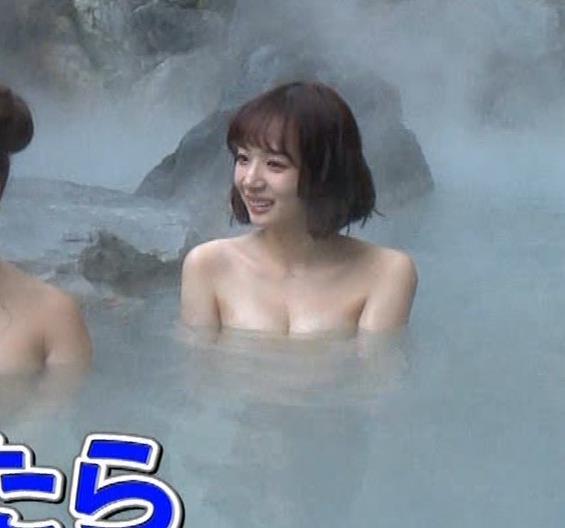 岡田紗佳 温泉入浴でおっぱいがタオルからこぼれているキャプ・エロ画像17