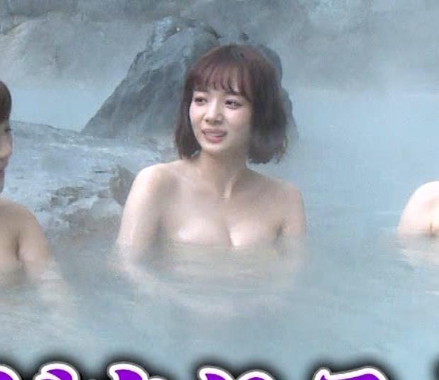 岡田紗佳 温泉入浴でおっぱいがタオルからこぼれているキャプ・エロ画像19