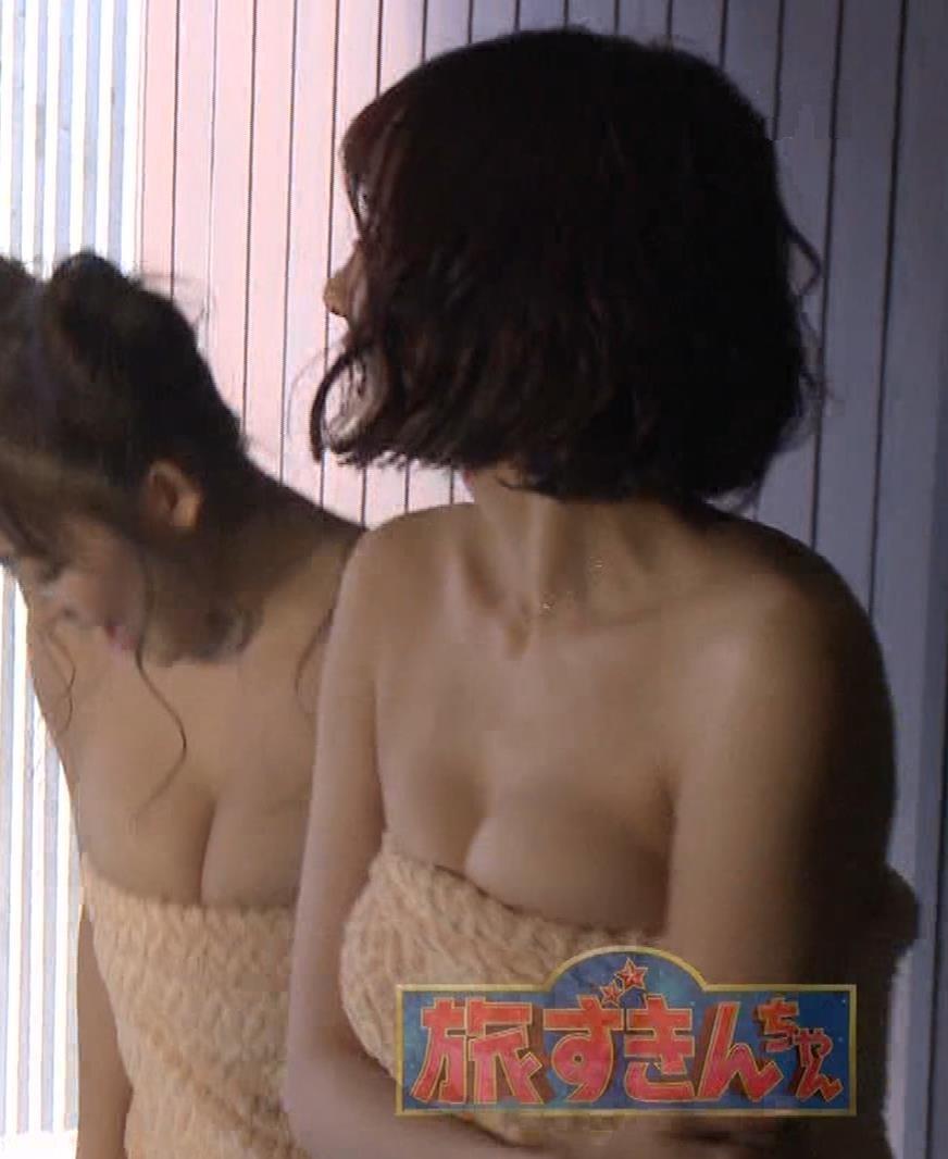 岡田紗佳 温泉入浴でおっぱいがタオルからこぼれているキャプ・エロ画像6