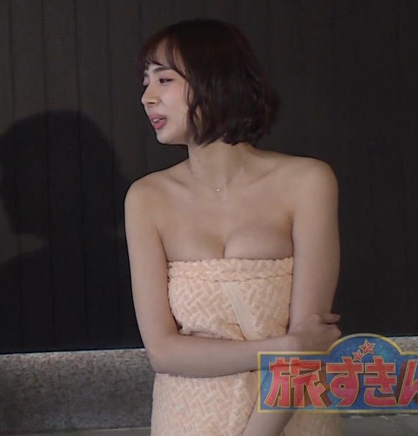 岡田紗佳 温泉入浴でおっぱいがタオルからこぼれているキャプ・エロ画像7