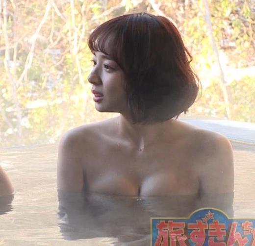 岡田紗佳 温泉入浴でおっぱいがタオルからこぼれているキャプ画像(エロ・アイコラ画像)