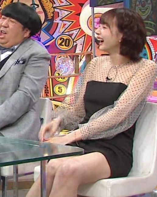 岡田紗佳 またパンツが見えそうなミニスカートキャプ・エロ画像