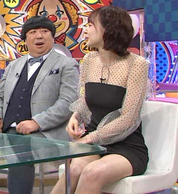 岡田紗佳 またパンツが見えそうなミニスカートキャプ・エロ画像2