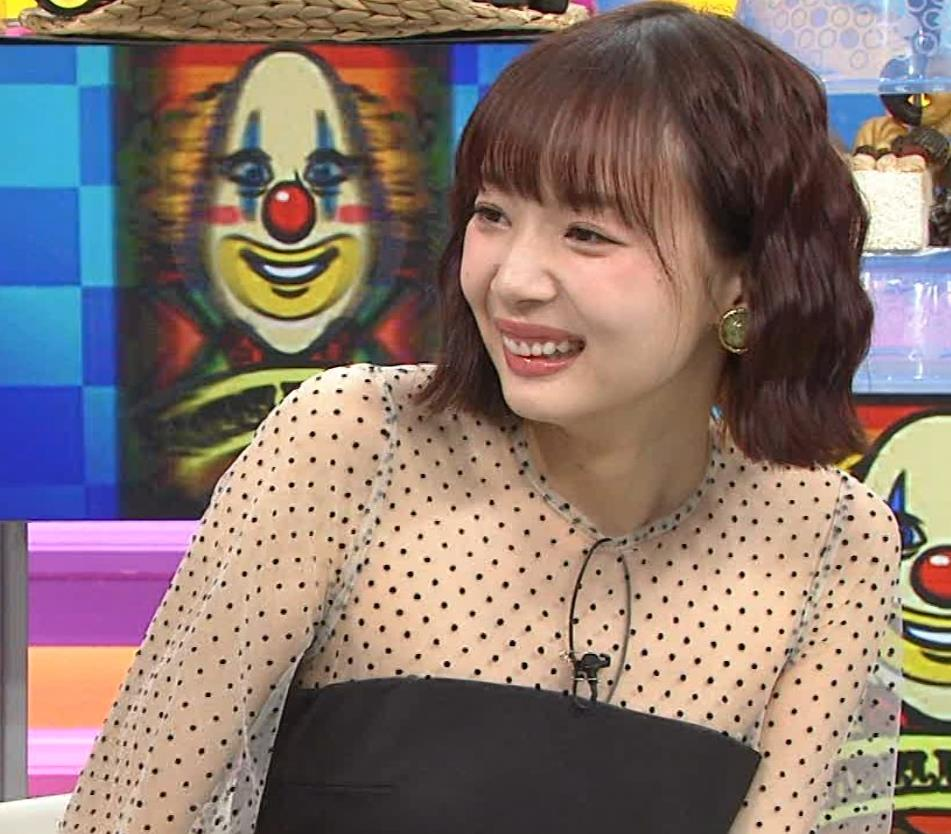 岡田紗佳 またパンツが見えそうなミニスカートキャプ・エロ画像3