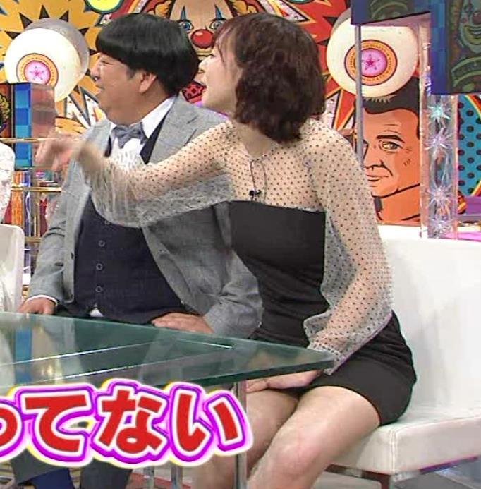 岡田紗佳 またパンツが見えそうなミニスカートキャプ・エロ画像6
