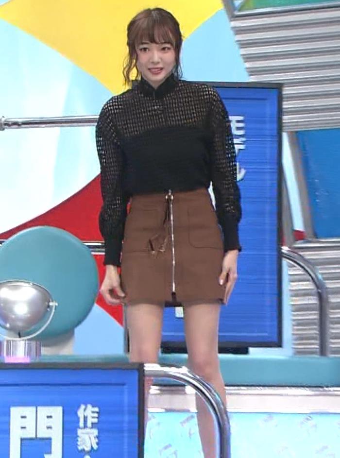 スカートの中が見える短すぎるミニスカートキャプ・エロ画像7