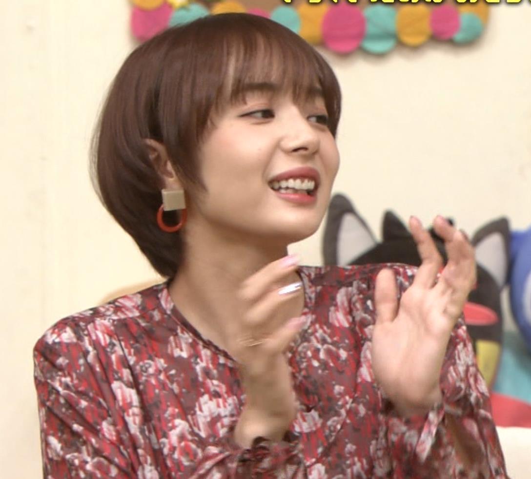 岡田紗佳 ワンピース横乳キャプ・エロ画像9