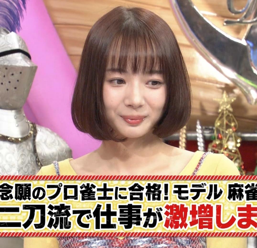 岡田紗佳 ミニスカ生足エロすぎるだろキャプ・エロ画像3