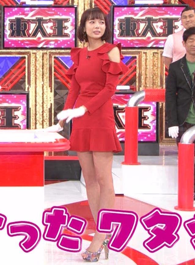 岡田紗佳 クイズ番組でもエロい衣装キャプ・エロ画像