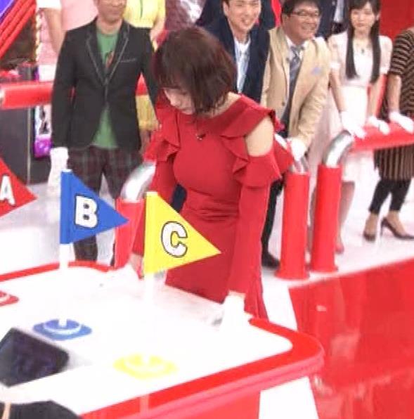 岡田紗佳 クイズ番組でもエロい衣装キャプ・エロ画像2