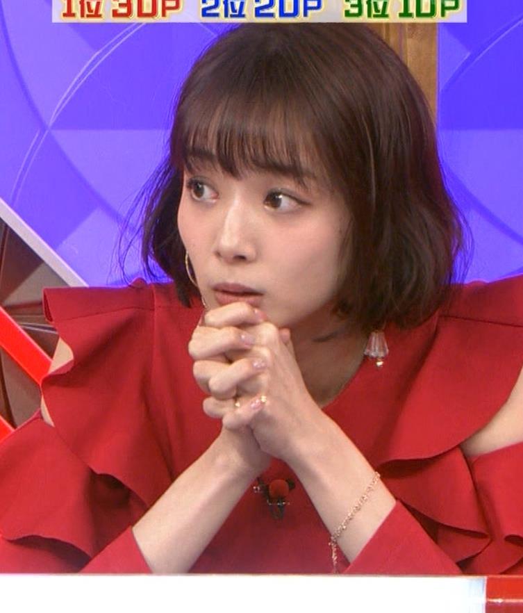 岡田紗佳 クイズ番組でもエロい衣装キャプ・エロ画像12