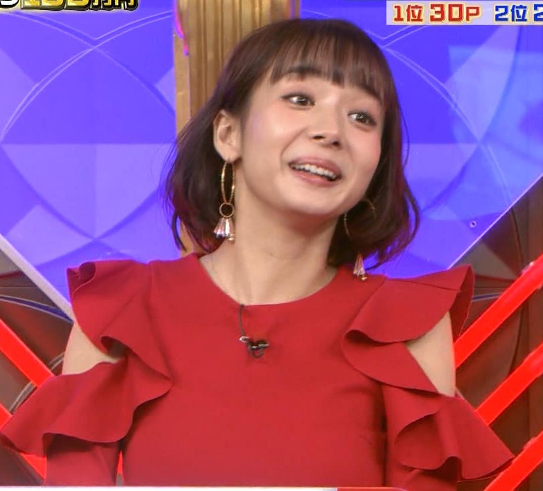 岡田紗佳 クイズ番組でもエロい衣装キャプ・エロ画像13