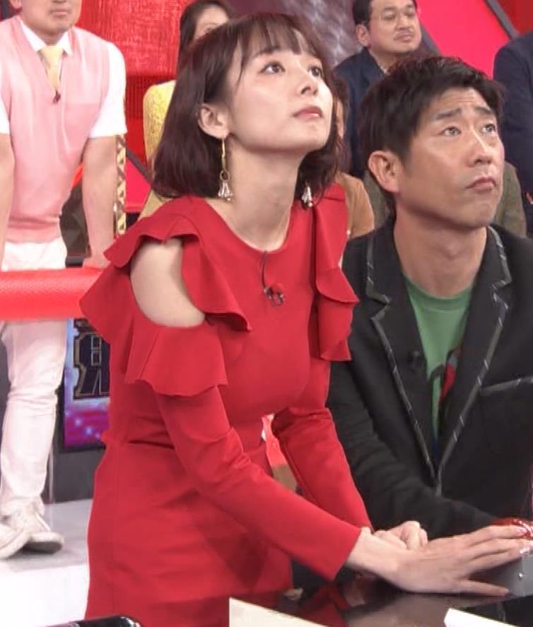 岡田紗佳 クイズ番組でもエロい衣装キャプ・エロ画像17