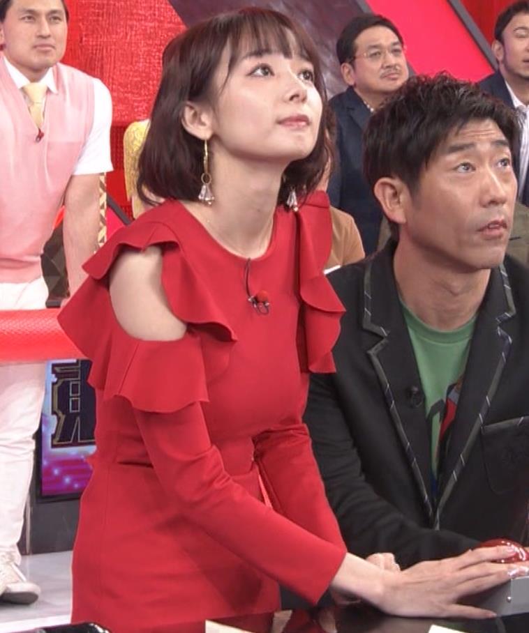 岡田紗佳 クイズ番組でもエロい衣装キャプ・エロ画像18