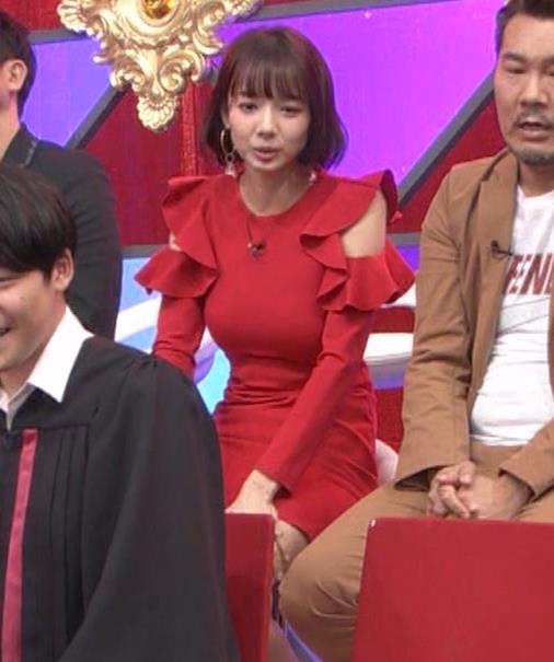 岡田紗佳 クイズ番組でもエロい衣装キャプ・エロ画像19