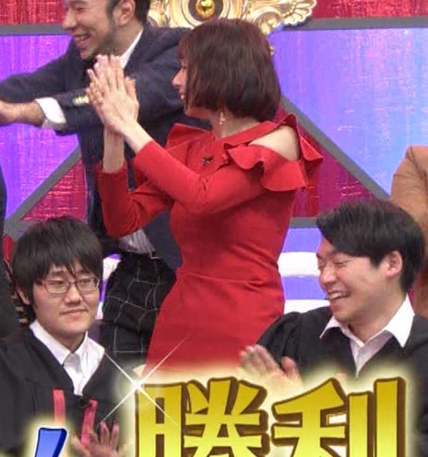 岡田紗佳 クイズ番組でもエロい衣装キャプ・エロ画像23