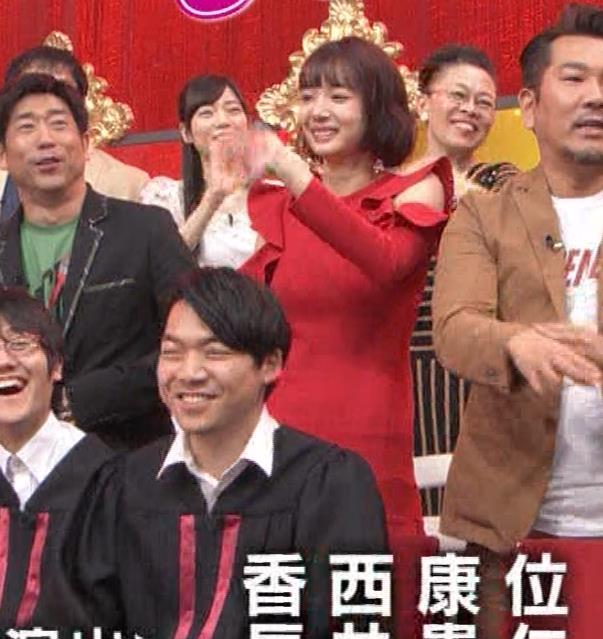 岡田紗佳 クイズ番組でもエロい衣装キャプ・エロ画像25