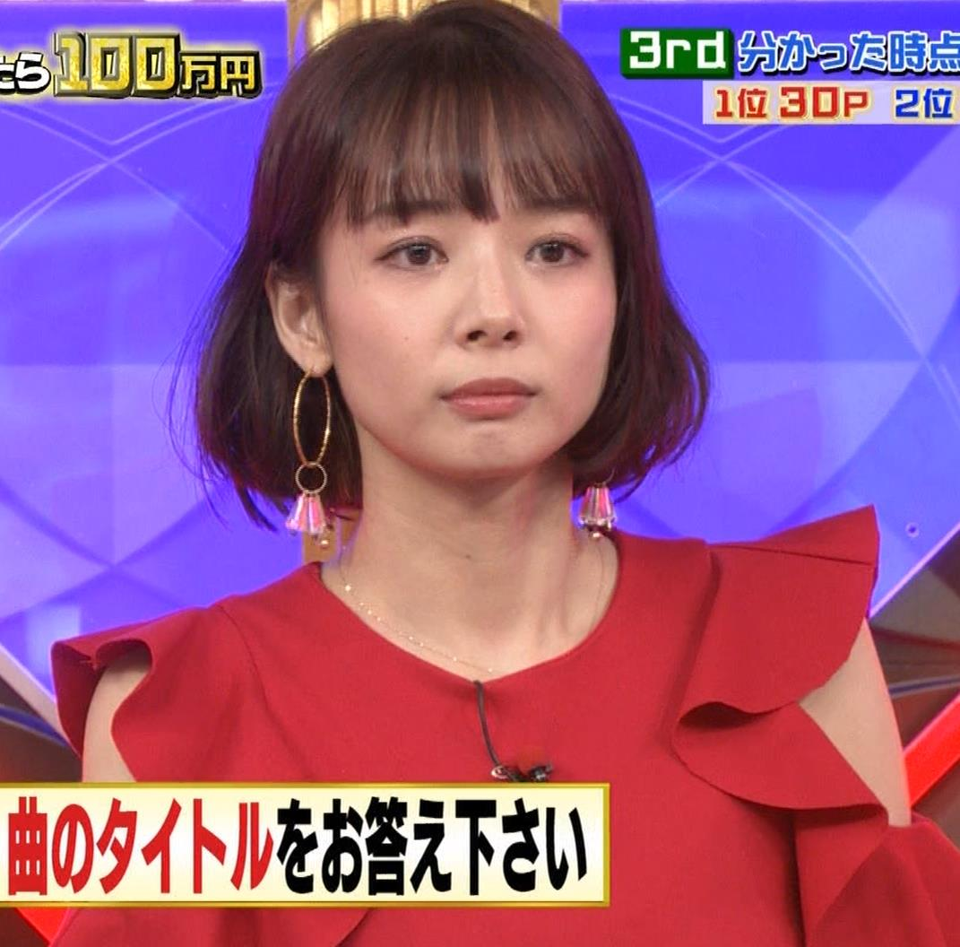 岡田紗佳 クイズ番組でもエロい衣装キャプ・エロ画像10