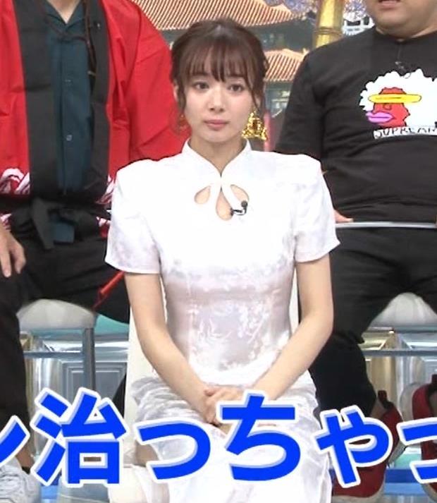 岡田紗佳 大きくスリットが入ったチャイナドレス姿キャプ・エロ画像6