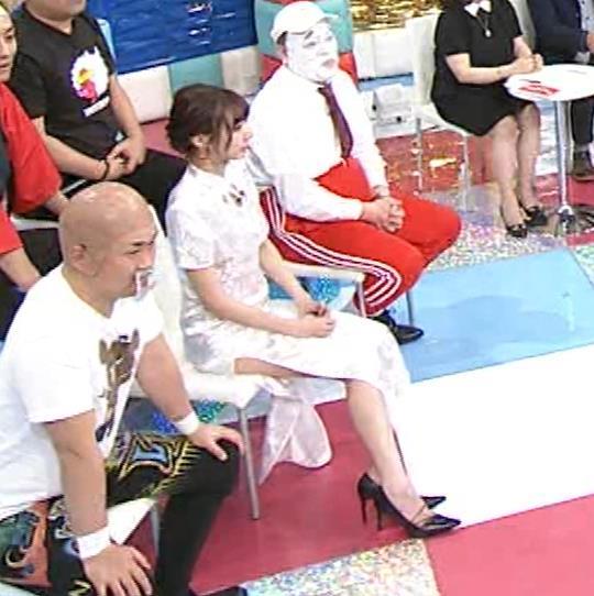 岡田紗佳 大きくスリットが入ったチャイナドレス姿キャプ・エロ画像8