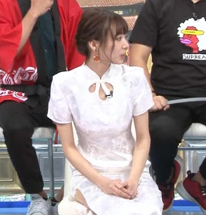 岡田紗佳 大きくスリットが入ったチャイナドレス姿キャプ・エロ画像9
