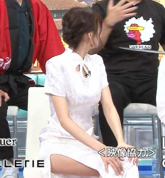 岡田紗佳 大きくスリットが入ったチャイナドレス姿キャプ・エロ画像10