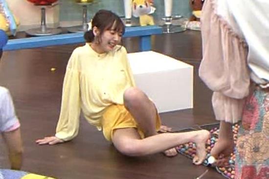 岡田さやか 脚がエロいキャプ・エロ画像