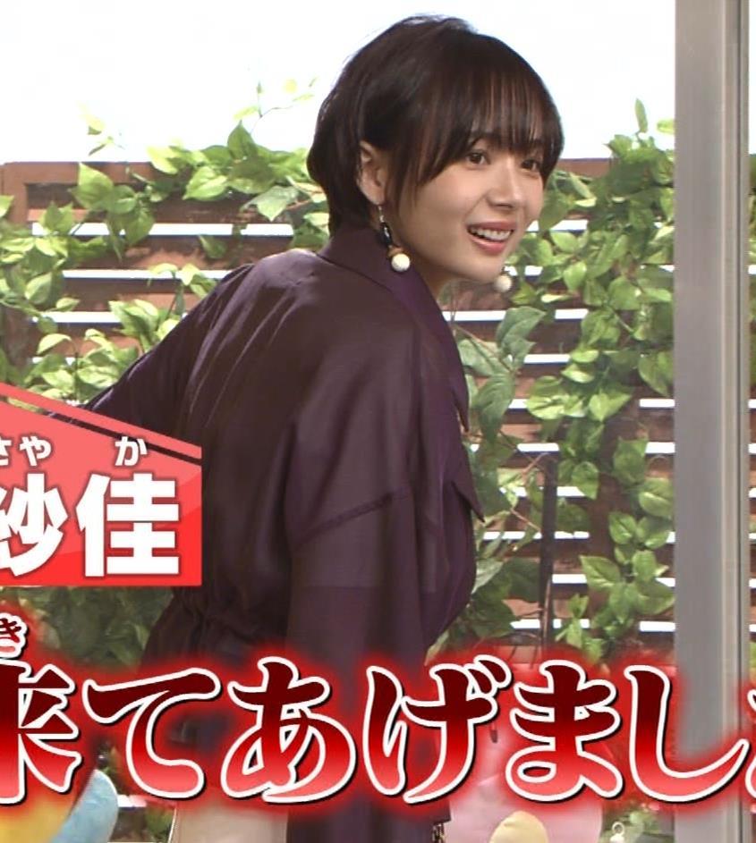 岡田紗佳 子供向け番組でも過激に脚見せキャプ・エロ画像