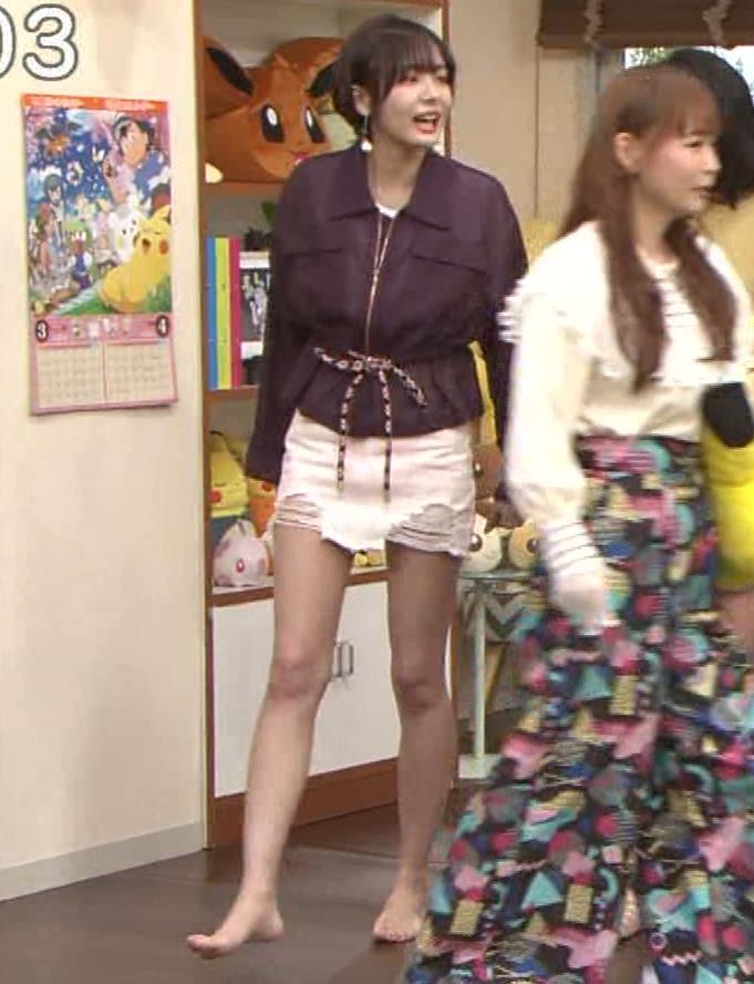 岡田紗佳 子供向け番組でも過激に脚見せキャプ・エロ画像4